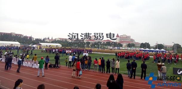2015上海第一届高校巨绳拔河比赛现场2